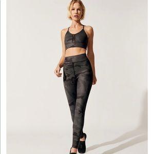 NWT Carbon38 Black camo Elise bra + ember tights S